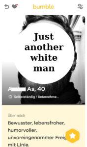 """Screenshot von einem Datingprofil. Über dem Gesicht ist ein weißer Kreis, da steht drauf """"Just another white man"""". Unten drunter steht """"Bewusster, lebensfroher, unvoreingenommener Freigeist mit Linie"""""""